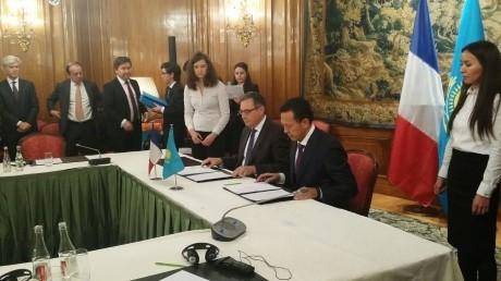 Signing Ceremony Paris Nov 2015