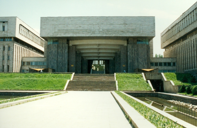 1993-04 Italian Business Center