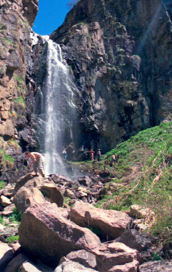 2001-05-09 Trip to Butakovka Falls with CMCK colleagues  and others
